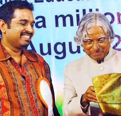 Extremely sad day for all Indians .. APJ ABDUL KALAM passed away .What a source of inspiration he was ! http://t.co/EmqpqrLaE7
