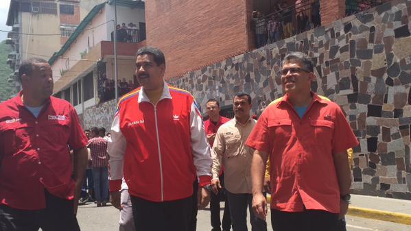 Jaua asegura que existen pruebas que vinculan a Capriles con bandas que azotan aMiranda http://t.co/QI5B8BnaRn http://t.co/gedm9uj05G