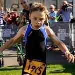 Bailey Matthews, el niño que con 8 años y una parálisis cerebral terminó un triatlón [VÍDEO ►] http://t.co/ylQPArJiCB http://t.co/0n049LaQVf