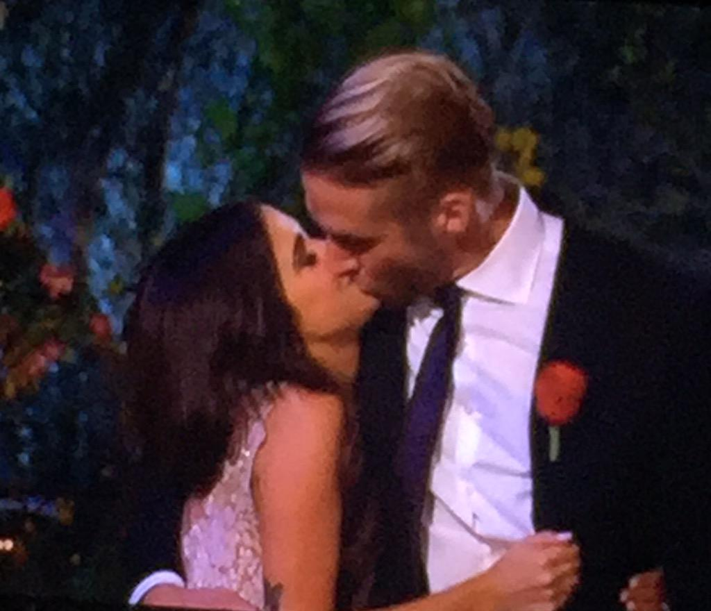 One of the best final roses ever. Loved that proposal!