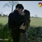Siiiii, por fin se besaron: El padre Tomás y Esperanza. Me muero de amor #BesoTomanza @laliespos @mariannmartinez http://t.co/bzG2LJnabu
