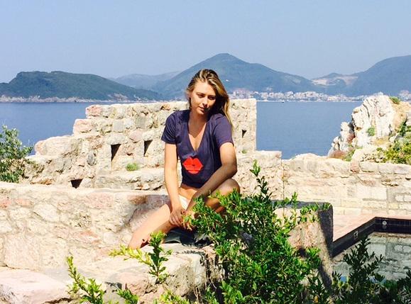 RT @Sugarpova: @MariaSharapova wearing her @Sugarpova #lips in Montenegro #funinthesun #travel http://t.co/2MU6u3sZ3S