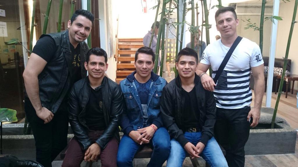 Arturo Vargas Rios (@LosPrimosArturo): Con los carnales http://t.co/yKWvmYJDpw