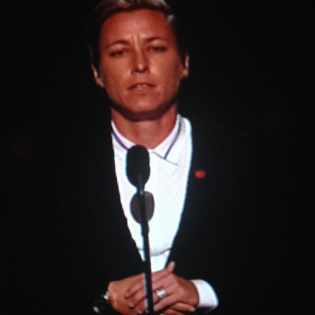 ".@AbbyWambach ""I hope @Caitlyn_Jenner's story makes our country a better place to live."" #ESPYS http://t.co/F4w3lyfhRH"