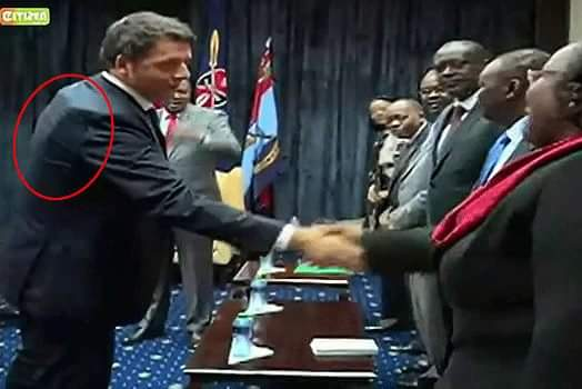 #Italy PM wears bulletproof vest on a visit to #Kenya's state house to meet with prez Kenyatta http://t.co/IsVSoisiea http://t.co/rY52IXEHwa