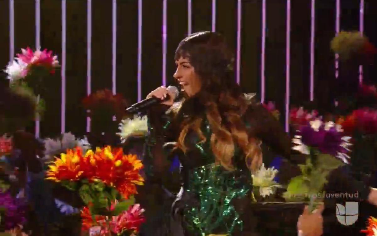 Flores para @MaiteOficial en #premiosjuventud2015 ¡¡¡Te mereces eso y más!!! http://t.co/dQ148nxOru