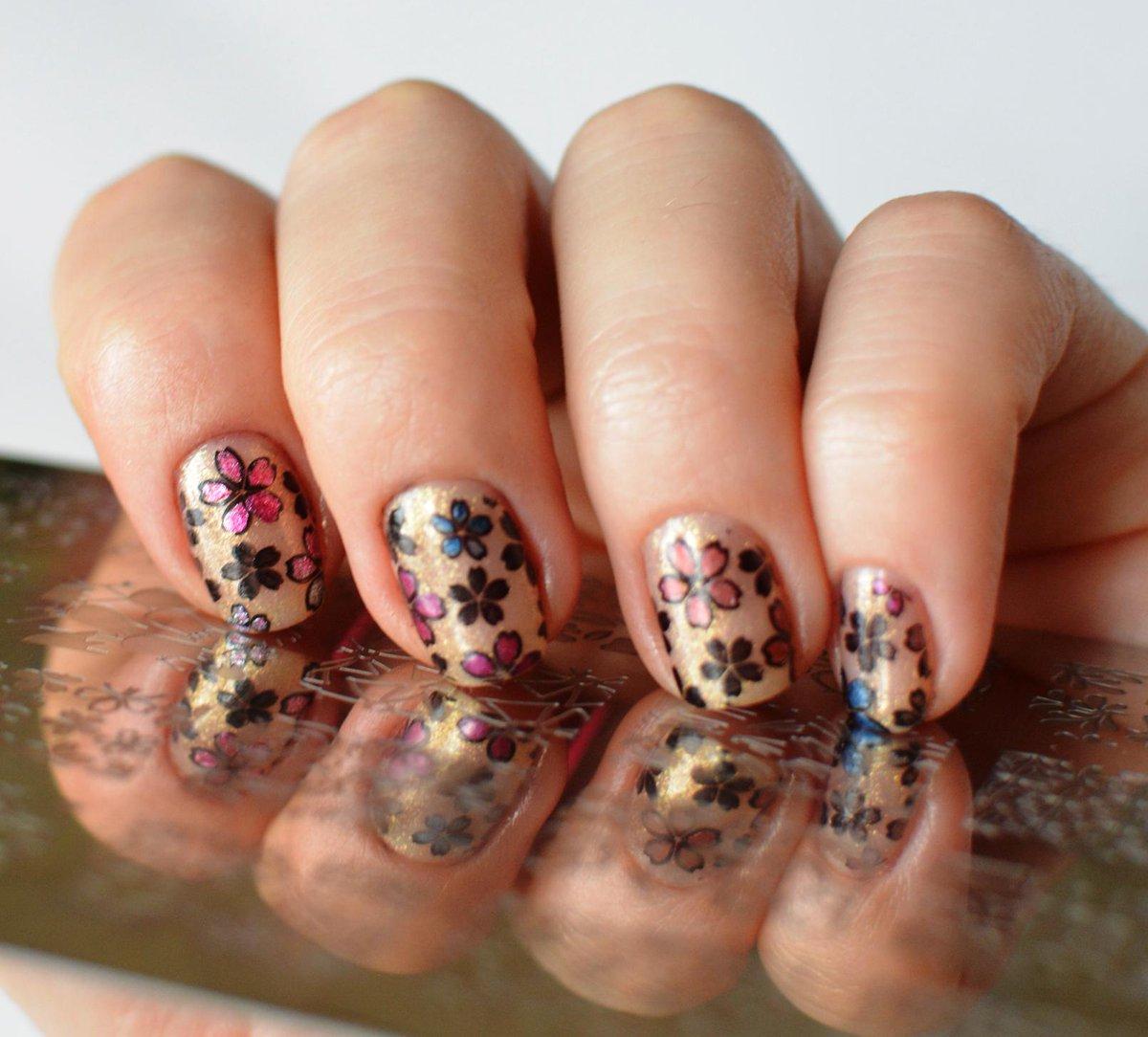 Дизайн ногтей акриловыми красками на гель лак