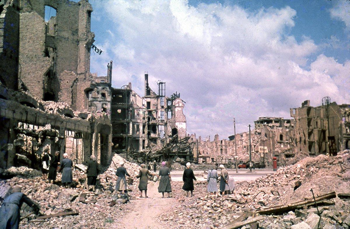 Neu eröffnet: Berlin 1945/46. Fotografien von Cecil F.S. Newman im Märkischen Museum http://t.co/CHLkO3zzE4 http://t.co/0wkR6lPVcA