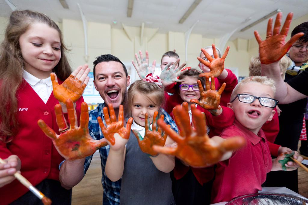 @TheRealLukevans visits Troedyrhiw primary school in Wales in partnership with @savechildrenuk and @Bulgariofficial http://t.co/awoJEhab86