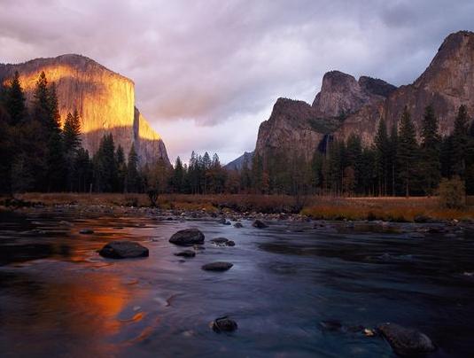 El Capitan, @YosemiteNPS, via @NatGeo. http://t.co/CEvLYFEg2d http://t.co/Pgxq6WDWK4