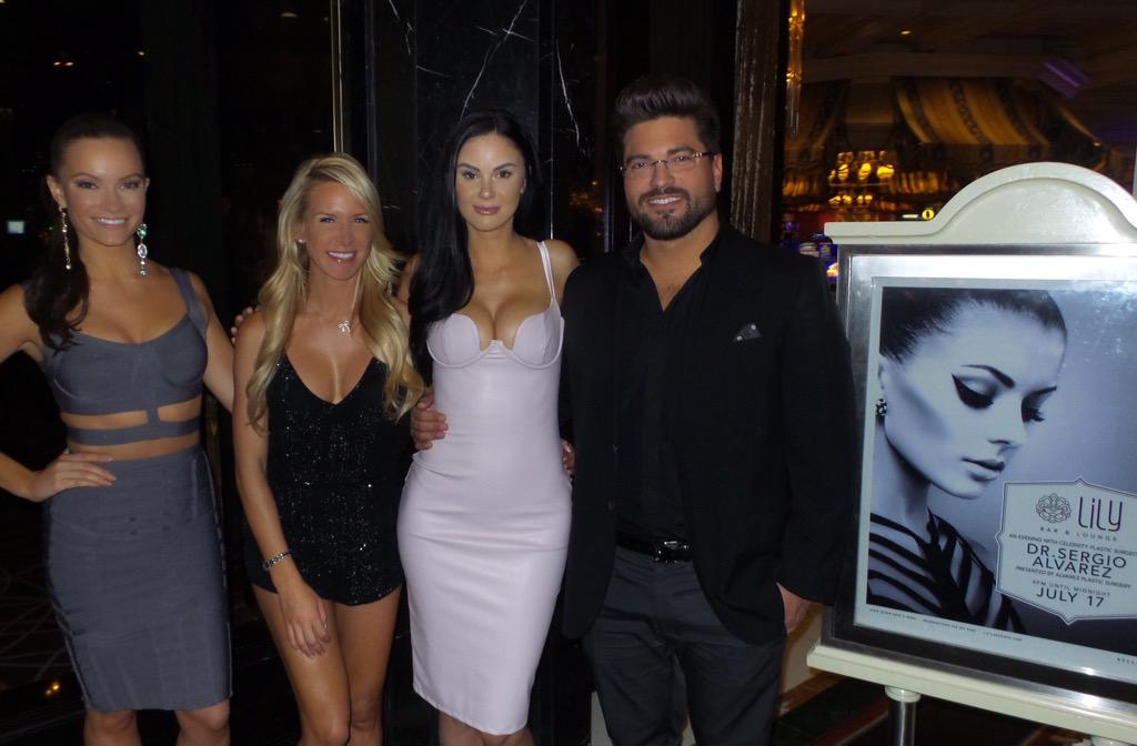 Thank you @LilyBarLV in @bellagio and http://t.co/3xsgA3oMVZ for a great time. http://t.co/6kduZNZgOO