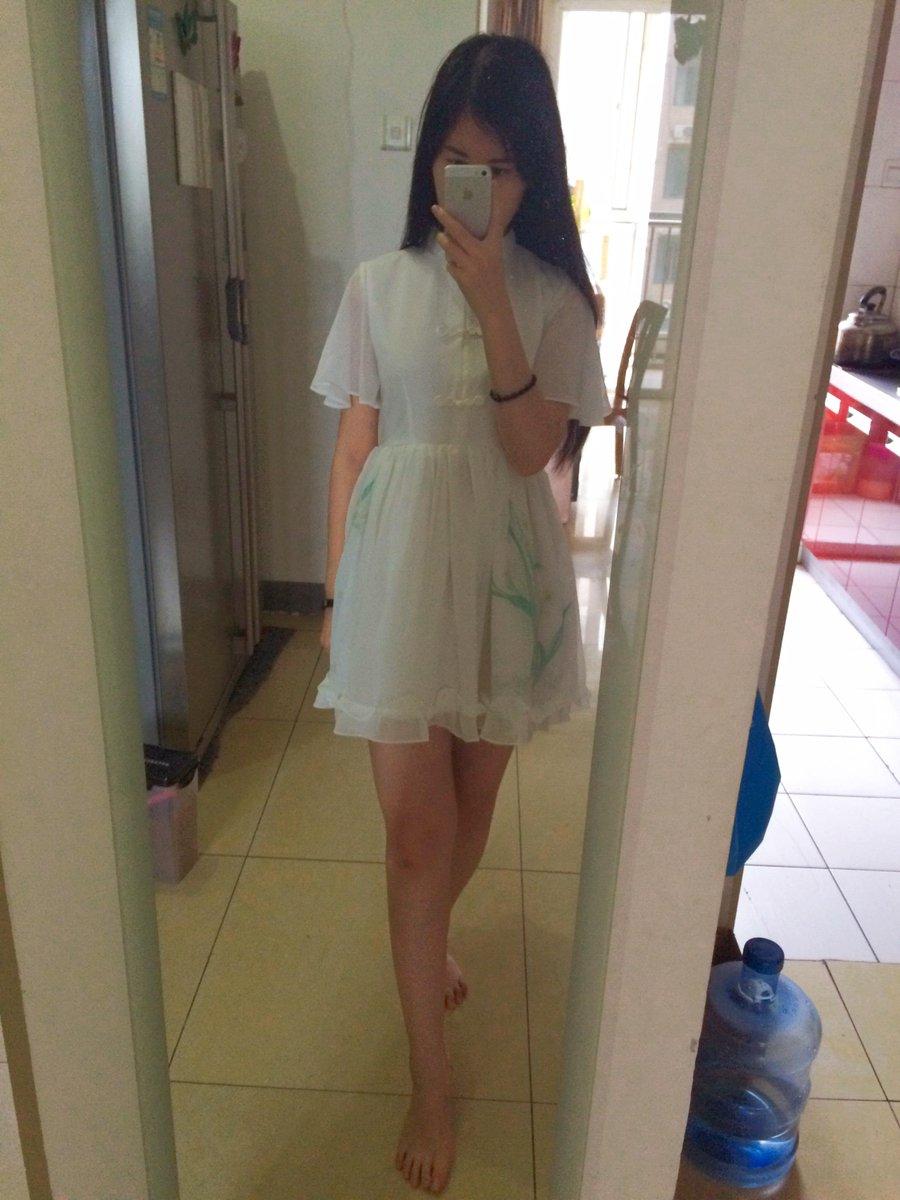 新买的小裙子被麻麻夸奖了