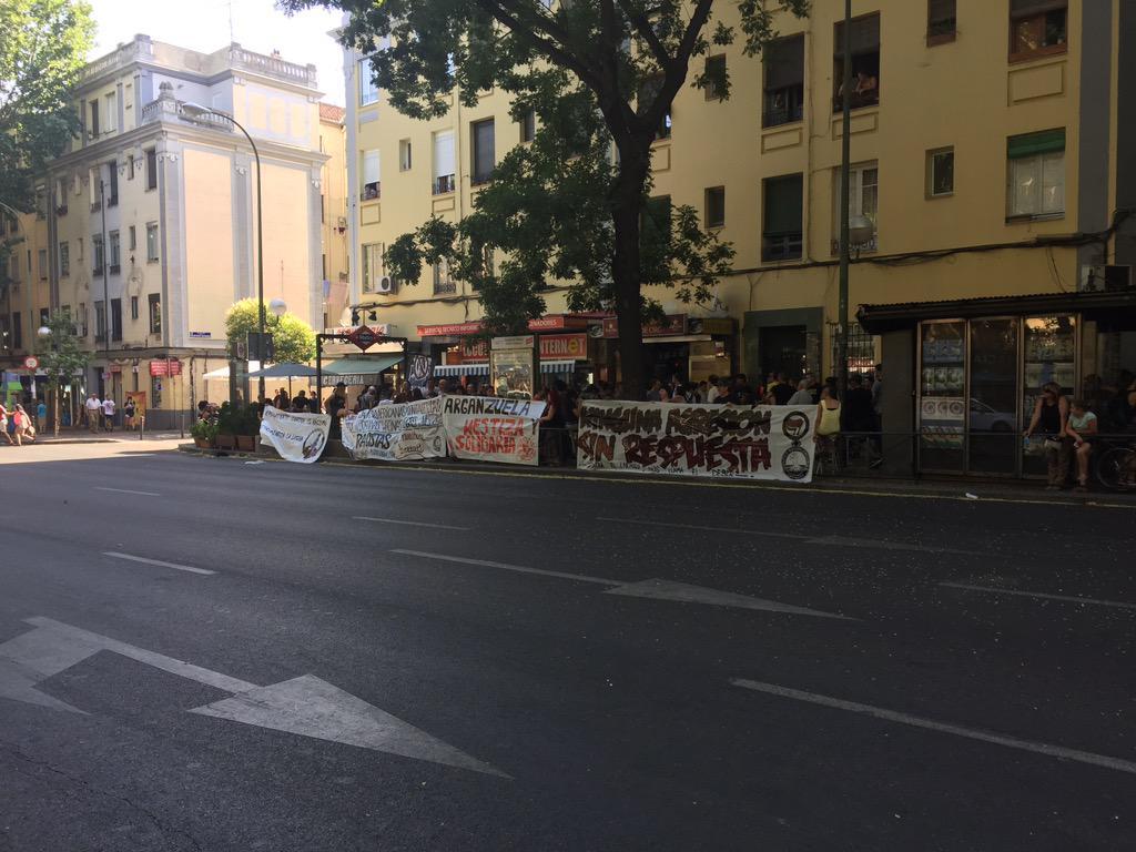 Arganzuela es un barrio obrero, luchador y combativo. Fascistas fuera de nuestras calles http://t.co/z1WJlzjAjv