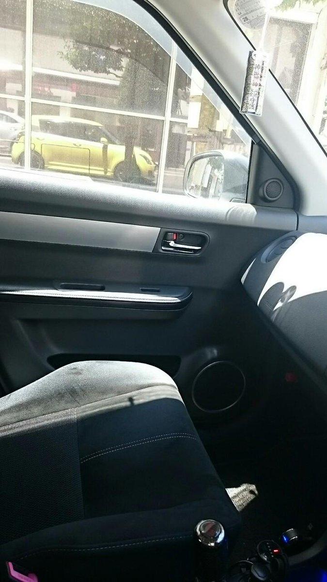 こう、窓越しに反射する自分の車を見ちゃうのは良くある話だと思う http://t.co/Ny08yjowbd