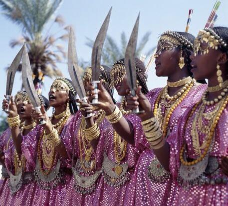 Djibouti women in gold & with machetes • |  via @EADiversity http://t.co/nnQl5m6gNS