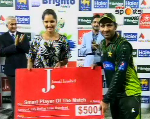Can anyone please inform Junaid Jamshed that his sponsored man of the match awards is being handed over by a WOMAN!!! http://t.co/xg6bMKNVRi