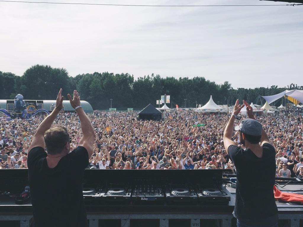 Some more shots from yesterday's party with my boys @cosmicgate at @electronicfam #music http://t.co/bMIS5c5qkR