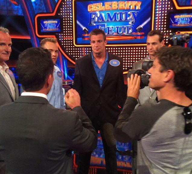 Tune in Tonight at 8pm EST @FamilyFeudABC with my bros and I.  I'm getting fired up!   #CelebrityFamilyFeud http://t.co/AW2XKBDfP5