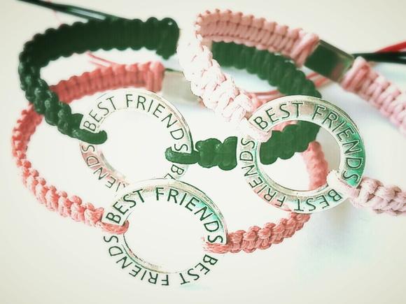 #AmigoEAqueleQue divide tudo com você! Feliz dia da Amizade. :) #amizade #diadaamizade http://t.co/agp7cpTXg7