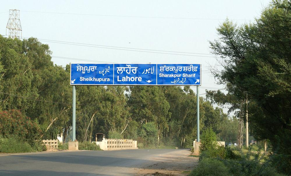 New highway sign boards near Nankana Sahib name towns in English and Punjabi. #Lahore #Pakistan http://t.co/oT5DFyJYLy