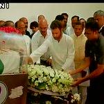 Congress Vice President Rahul Gandhi pays his last respects to late Former President APJ Abdul Kalam http://t.co/4akePkvv6u