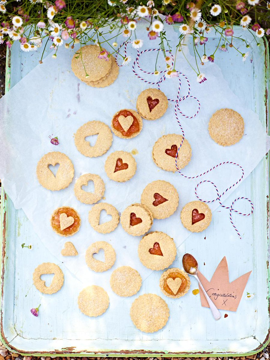 Special #recipeoftheday to celebrate Prince George's 2nd birthday! Royal Georgie snap biscuits http://t.co/pwx782EYpP http://t.co/Su9udZ2y75