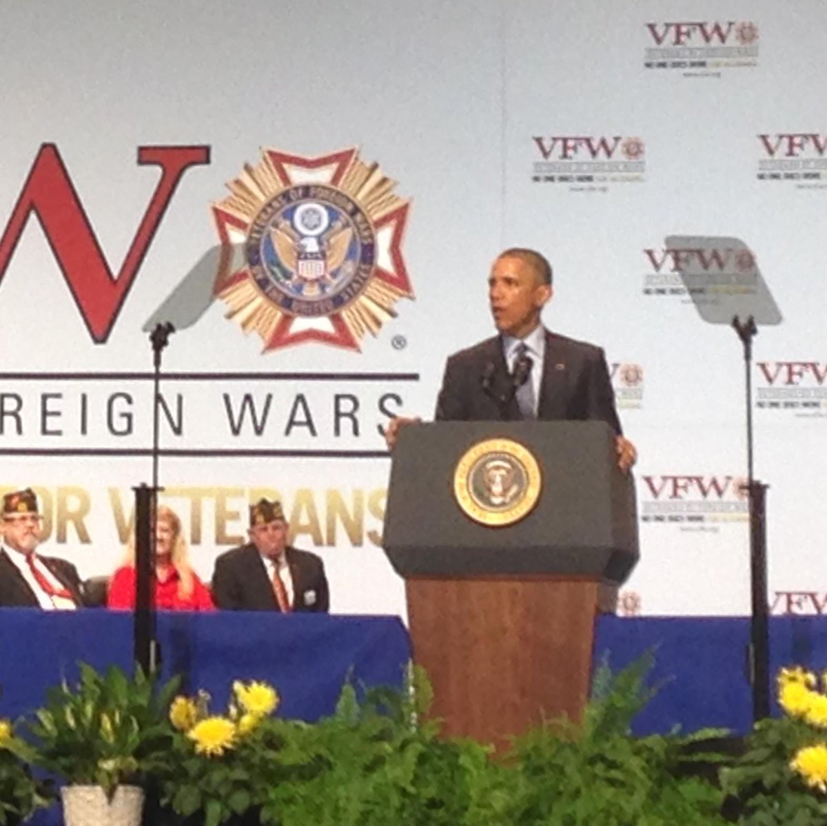 President Obama is greeted with a standing ovation at the #VFWConvention. http://t.co/YAMV5VDVAB