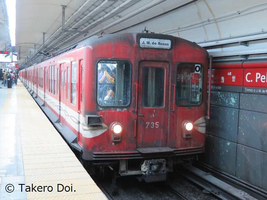 ブエノスアイレスで見た日本にまつわる風景(1)地下鉄(Subte)B線で、東京地下鉄丸ノ内線で走っていた旧営団500形に遭遇。丸ノ内線での塗装のまま(赤を黄に塗り替えた車両もある)現役で活躍中!ただ、車幅が狭い分ステップを足している http://t.co/WYFp7gL8cJ
