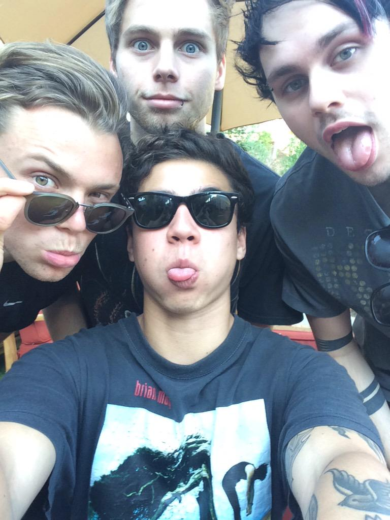 WE HERE! #iHeart5SOS http://t.co/IYyLXqFn3s