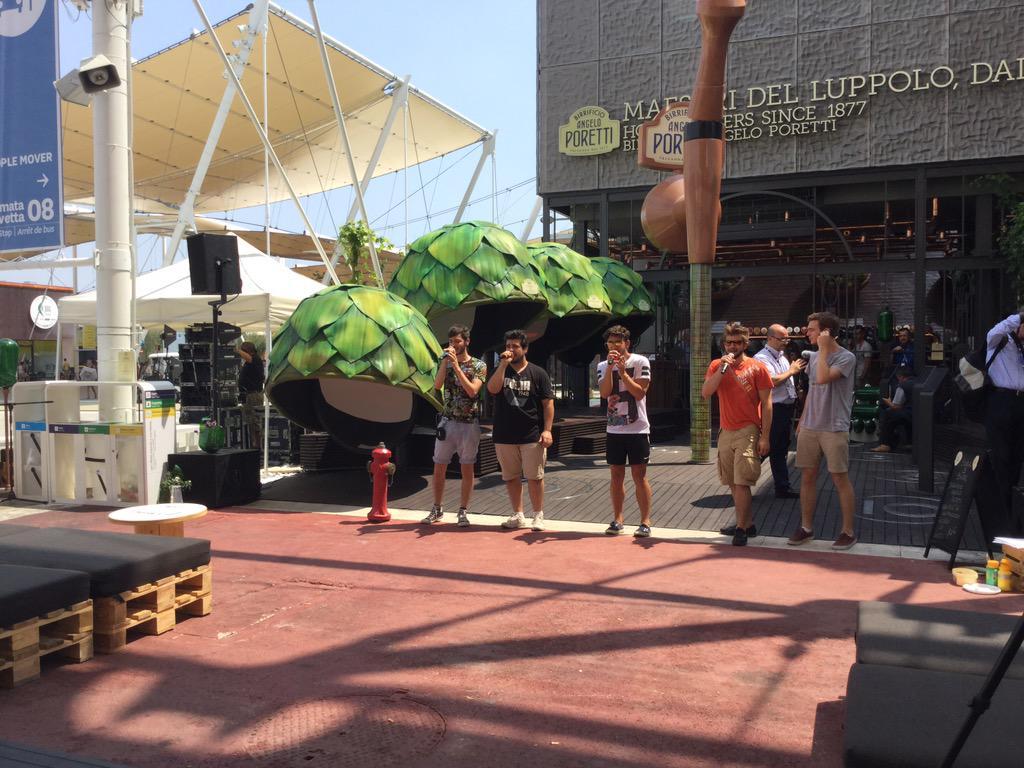 @SpritzforFive a #PiazzettadellaBirra di @BirraPoretti per la presentazione d ##sustainaBEERity2014 @CarlsbergItalia http://t.co/xCTykQsSov