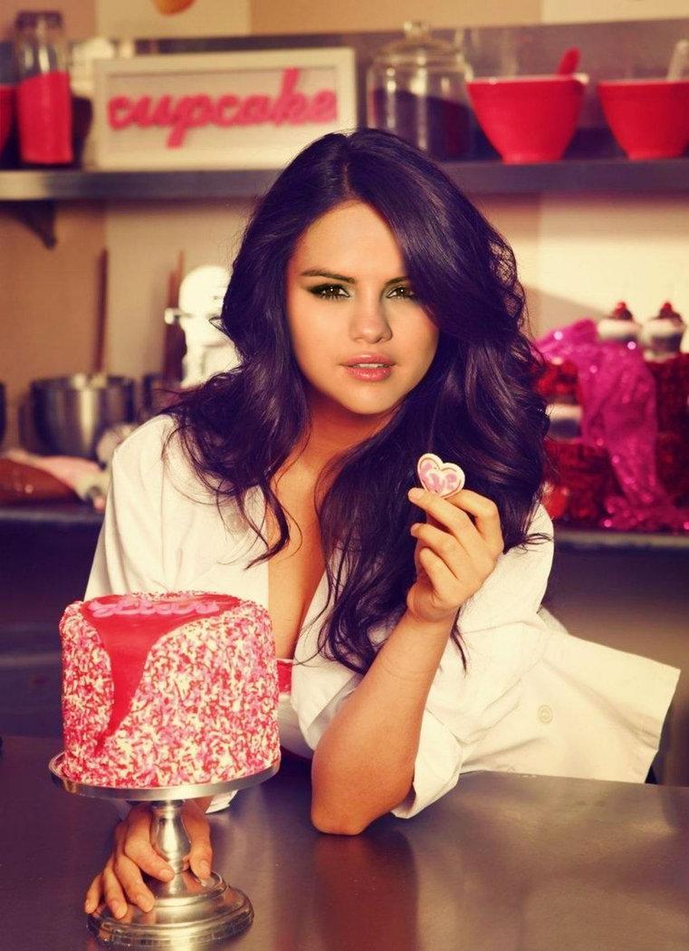 Happy Birthday, Selena Gomez! #SelenaGomez #HappyBirthdaySelena http://t.co/i3HNEURLDa