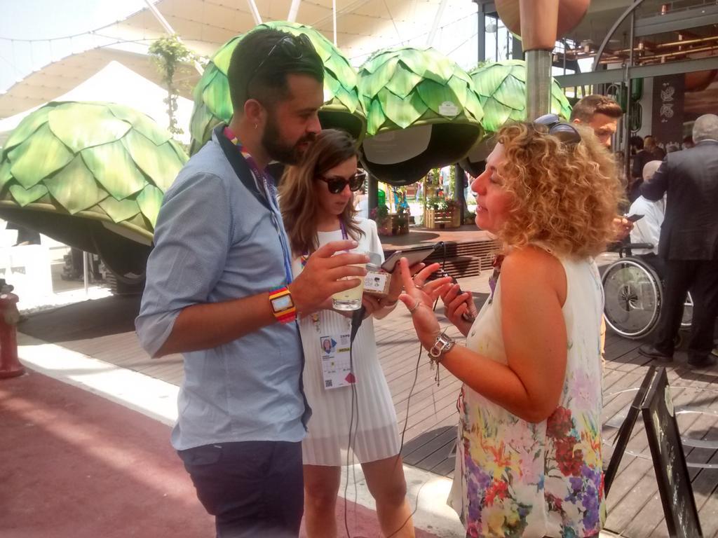 @GiorgiaBurzz #gnelab intervista @glossYmaker @caelsbergitalia #sustainabeerity http://t.co/zUy98Zsv8j