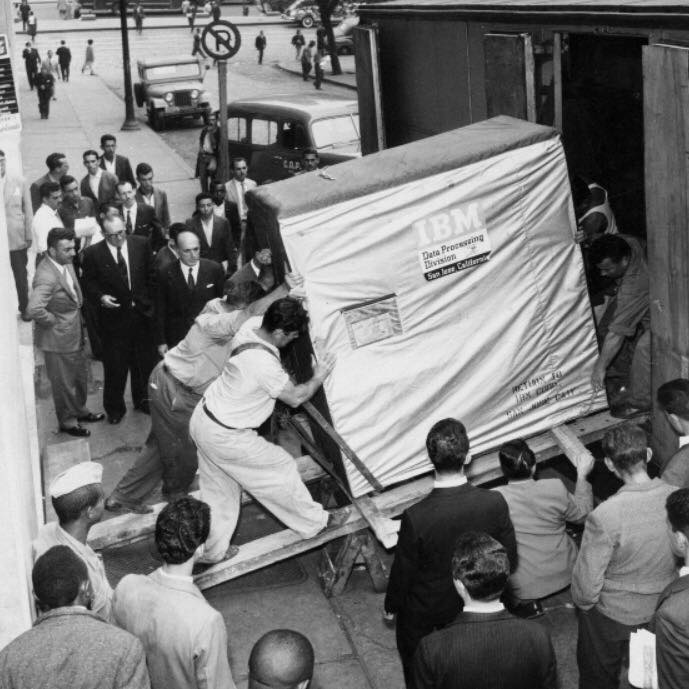 IBM shipping a 5MB Hard Drive in 1956.  Yes it's 5MB and not a typo! http://t.co/IgrybQ6due