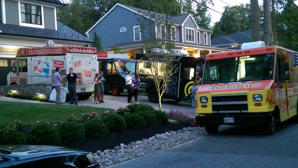What a private food truck party looks like.  You need to host or be invited one of these. http://t.co/5VUWERSjGO