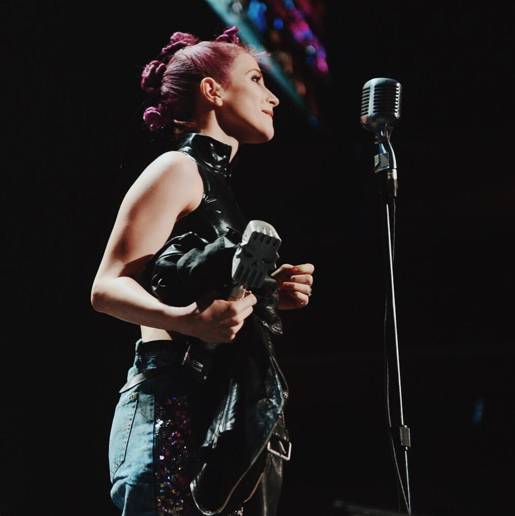 Congratulations to @yelyahwilliams on winning #APMAs Best Vocalist! Beautiful acceptance speech! #LiveAtTheQ #AXSTV http://t.co/zRGAMcZ5ET