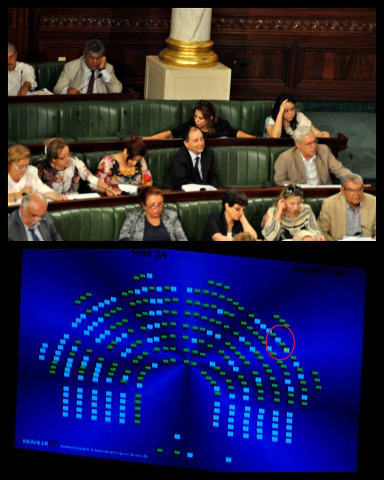 Les élus Nidaa Tounes pris en flagrant délit de fraude au vote sur les articles de la loi anti-terrorisme #TnARP http://t.co/ClQaYjbeCq
