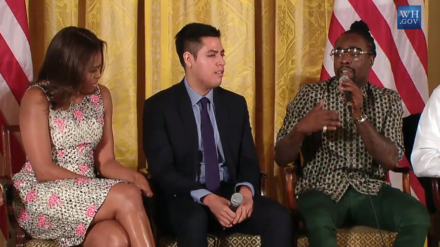 lil bro is at the white house speaking w/ FLOTUS...i don't think u know how trippy this is on soooo many levels.... http://t.co/Kopo949Kox