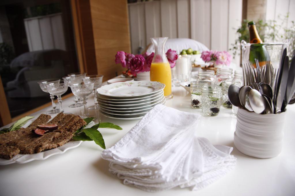 Breakfast is served  http://t.co/0IUvhjMu9b http://t.co/IWv1iysBgd