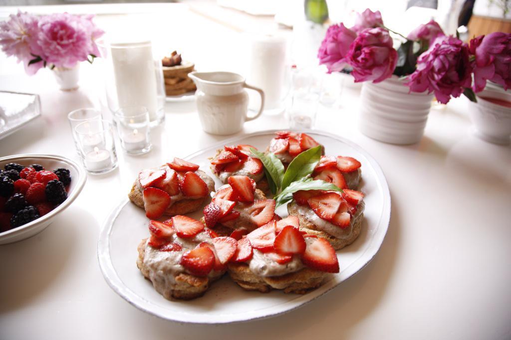 Breakfast is served  http://t.co/0IUvhjMu9b http://t.co/T99NWJcGm2