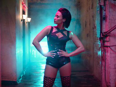 """WATCH: @ddlovato sizzles in her """"Cool For The Summer"""" video. http://t.co/S4OIWLxxDq #summer #demi #video #music http://t.co/5jySx5jVFI"""
