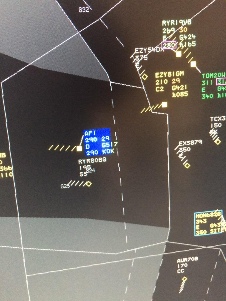 Obama flying over UK...AF1. @BBCBreakfast @NATSPressOffice http://t.co/MNPwHWAL4D