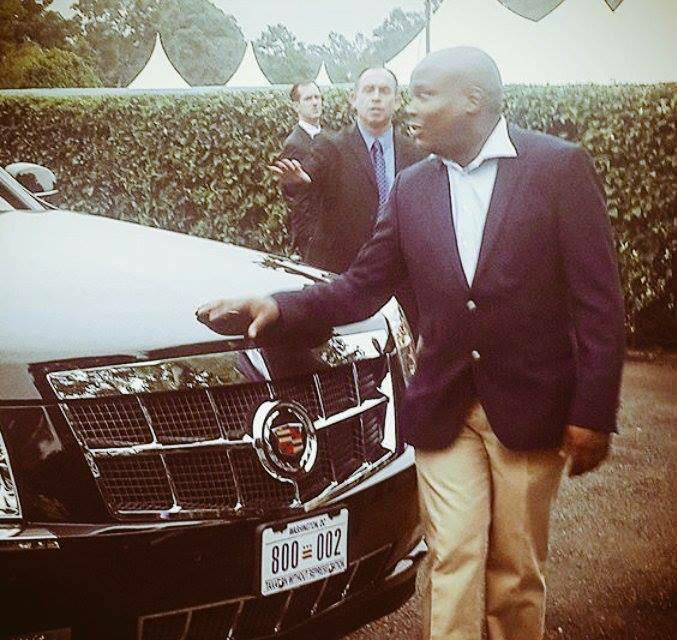 President Uhuru's PA, Jomo Gecaga, being chased after he touched Obama's car - Limo One. #ObamaInKenya http://t.co/tes6hxswfx