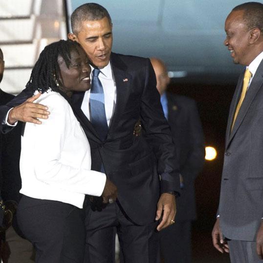 Obama greets his half-sister Auma Obama with Kenyan President Uhuru upon arrival in Nairobi (AFP) #ObamaReturns http://t.co/faCiVeysvx