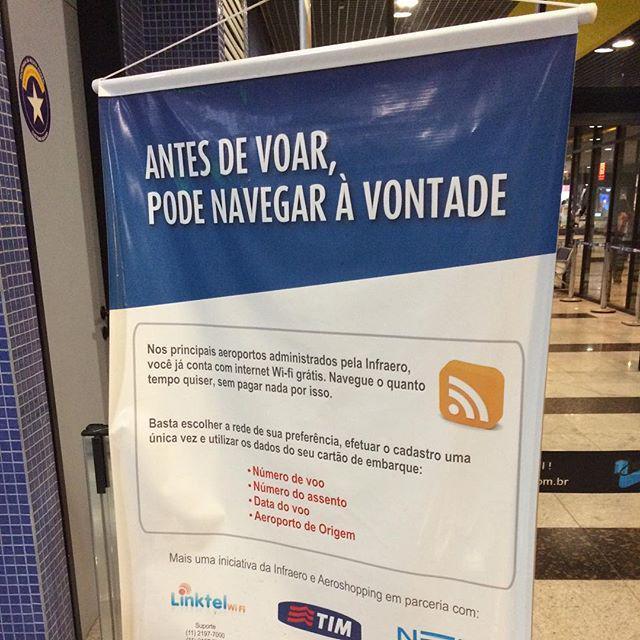 Navegue de graça no aeroporto do Recife usando o sinal vindo do RSS ... Oo #piadadenerd #piadadedesigner http://t.co/9AzxY0dyVq