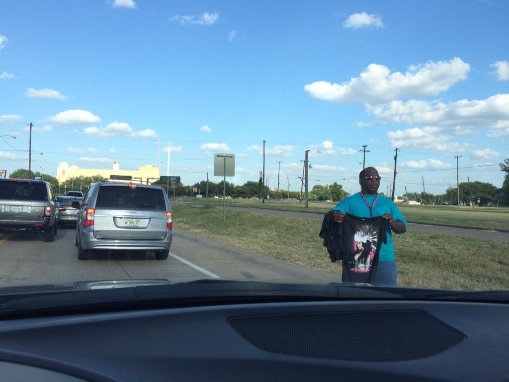 RT @pmbenson33: They was deadass on the highway selling illegal Nicki shirts ???????????????? The hustle is real @NICKIMINAJ http://t.co/9yRFTVTeUo