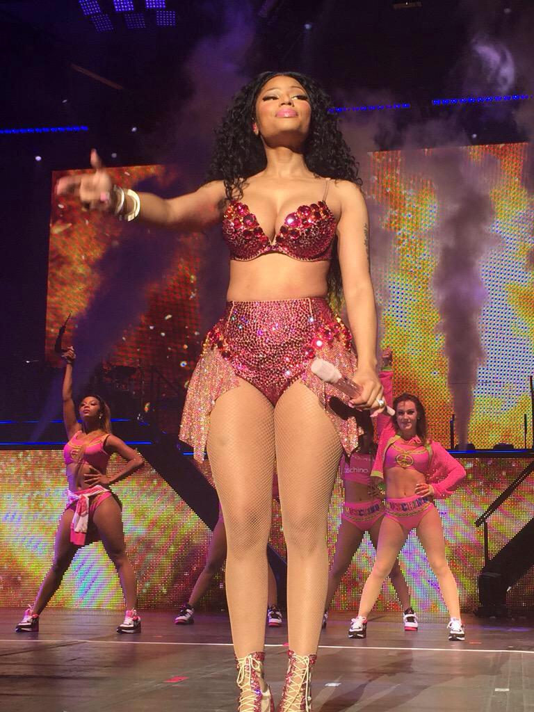 RT @rahjanaeminaj: Ohhhhh I'm about to post this picture alllll night ????????????????????#ThePinkprintTOUR http://t.co/a7KyQsfr2A