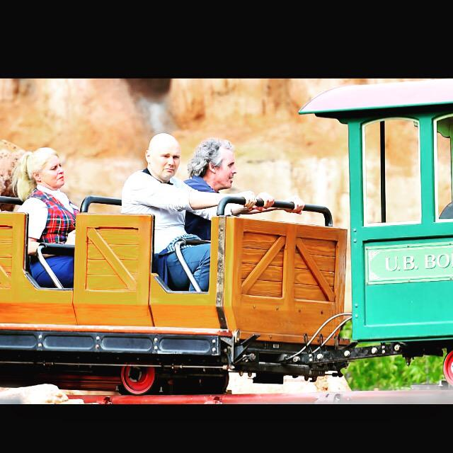 This picture of Billy Corgan at Disneyland is everything you could want on a Saturday morning http://t.co/90LlPdzQm3