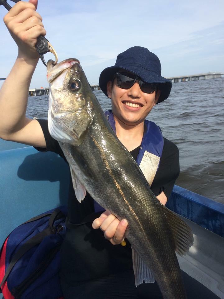 CAがキラキラしていると思っている方々は、僕の釣りでの怪しい格好を見て安心して下さい。 http://t.co/b4NWJxaCZF