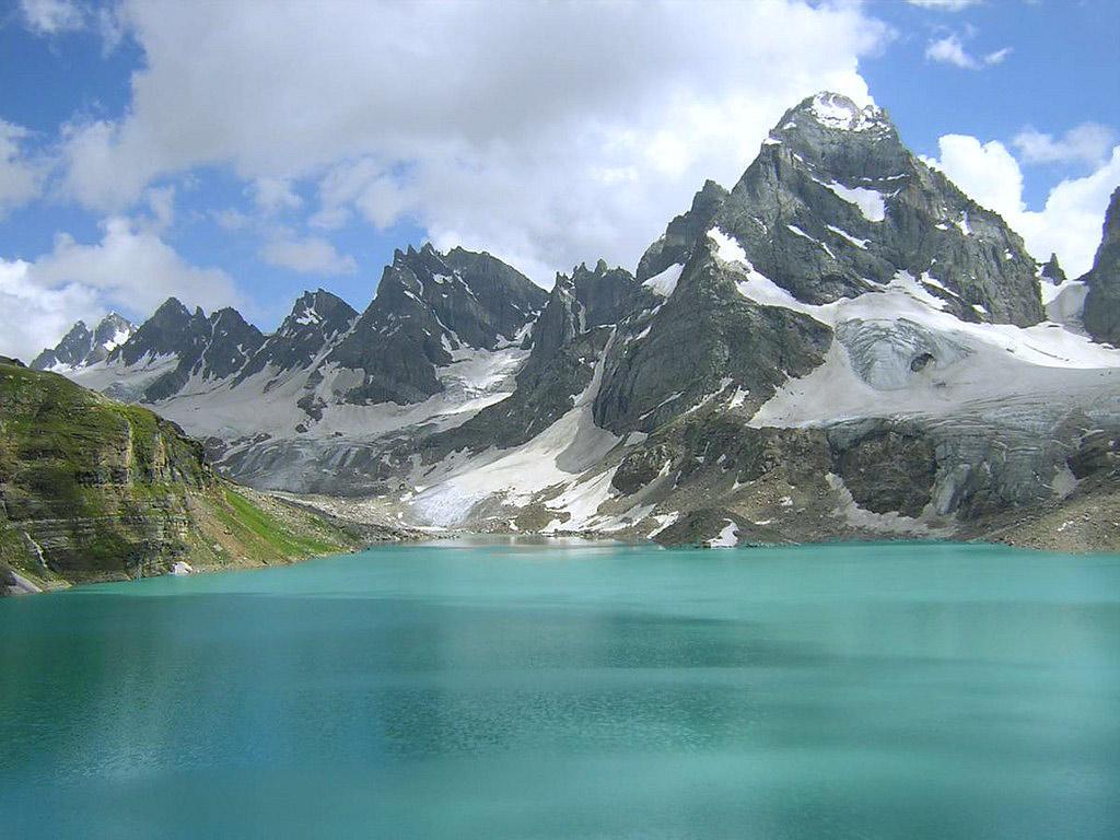 A perfect mountain lake in #India https://t.co/eeixlP0J1c #travel #photo rt @axeldub