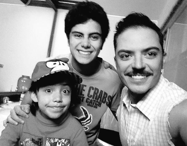A 2 semanas del final #AmoresConTrampa @EmilioLarrosaTV con @Emilio_Caballer y @PillincitoTv ¡Gracias! @TelevisaTVmx http://t.co/y1djwY3KG6